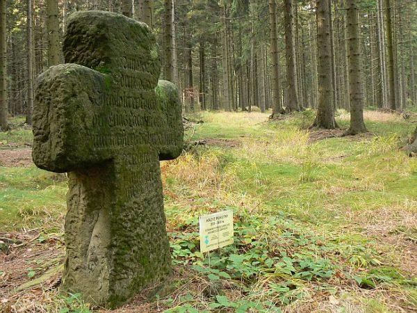 Lesica - krzyż kamienny