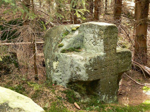 Batorów - krzyż kamienny